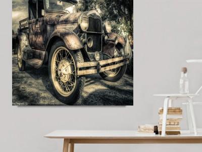 Παλιό αμάξι σε καμβάδες